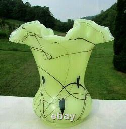 Fenton Robert Barber Dave Fetty 1976 Custard Hanging Heart Vase 6.5H x 6.5W