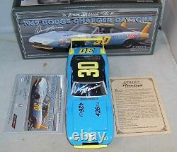 124 Université De Course 1969 #30 Dave Marcis Dodge Charger Daytona Autographié