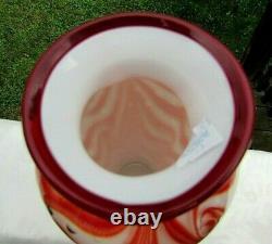 Fenton Verre 2005 Dave Fetty Ooak Ruby / Lait Bubble Tirée Plumes Vase 9.5h
